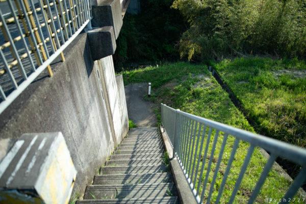 兵庫県黒滝へ向かう階段