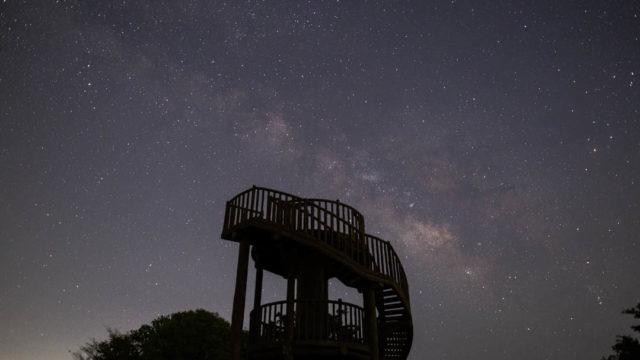 展望台から眺める天の川、フォレストパーク神野山から見える星空を紹介します(奈良県山添村)