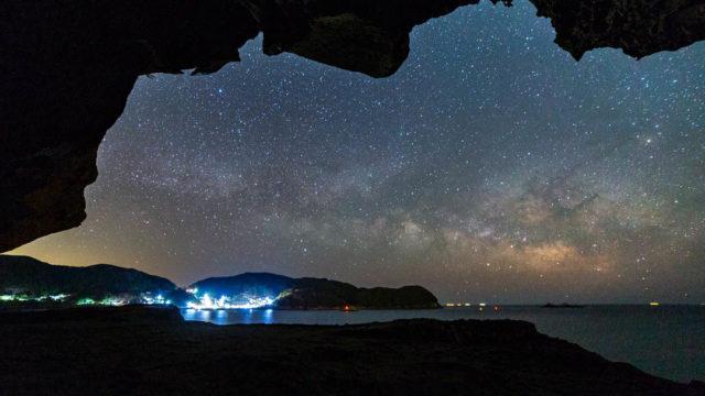 岩屋から眺める絶景、世界遺産・鬼ヶ城から見える星空、天の川【星景写真】