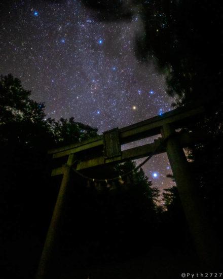 玉置神社の鳥居と星空
