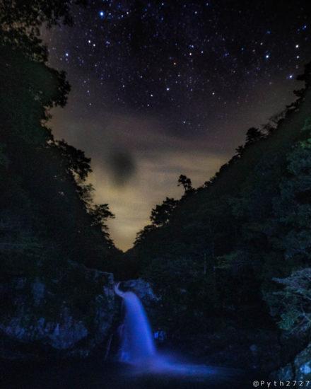 清納の滝の星空