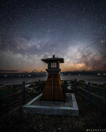 燈明灯台の星空
