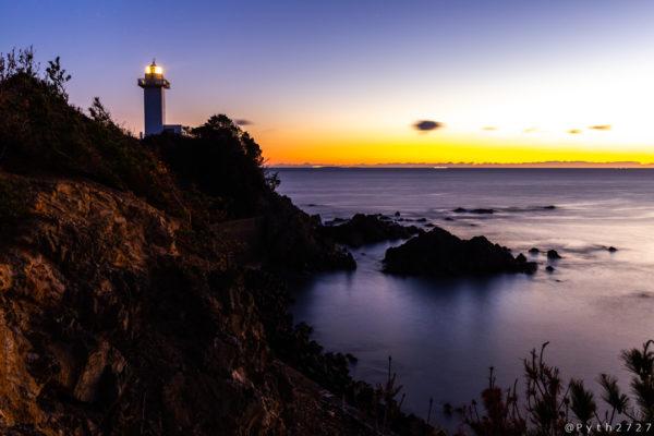 安乗崎灯台と朝焼け