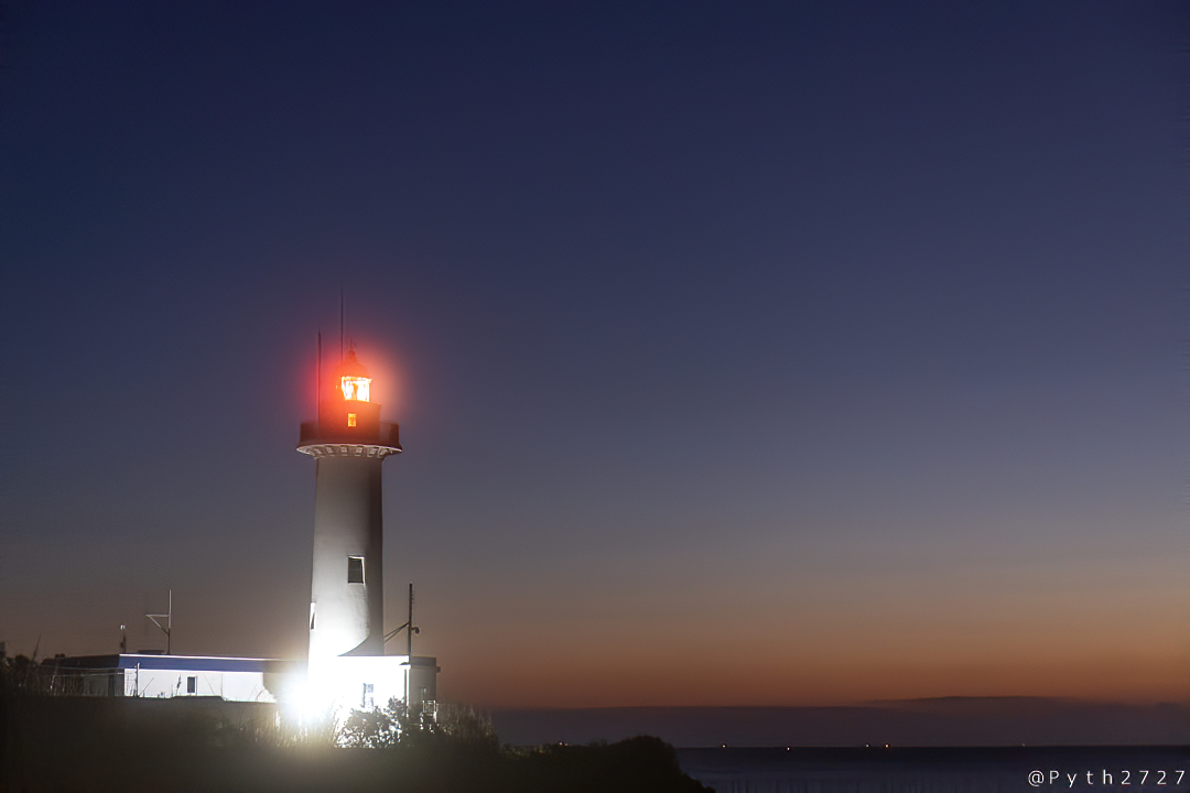 薄明の大王崎灯台
