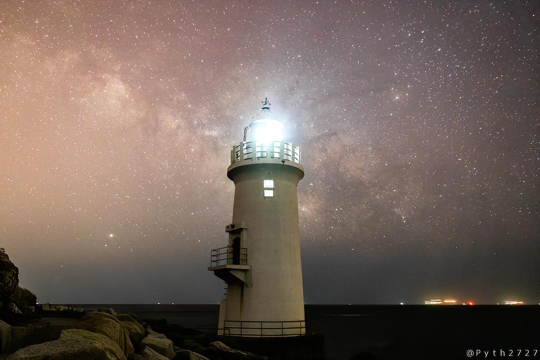 伊良湖岬灯台と天の川