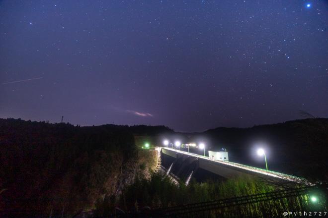 上津ダムの夜