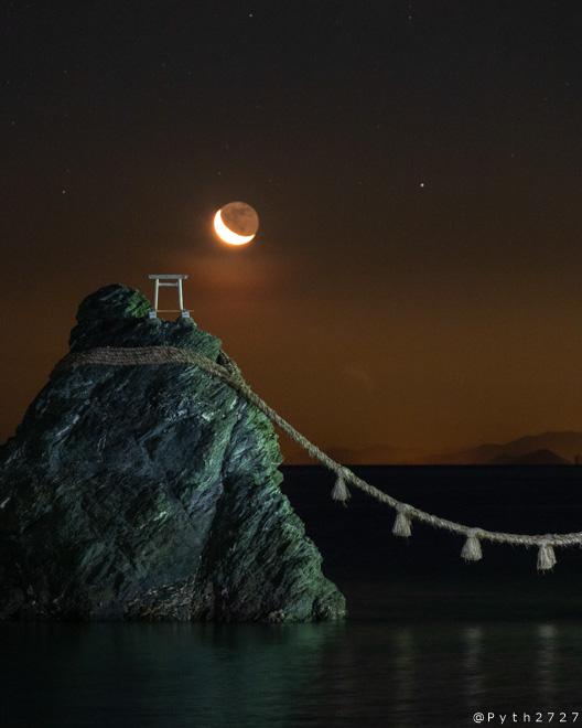 夫婦岩 赤い月