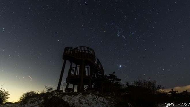 冬、積雪の神野山山頂で星空撮影しました(奈良県山添村)