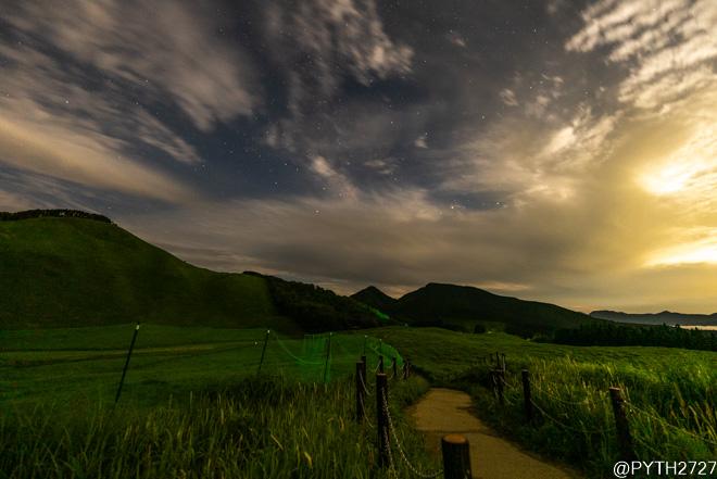 月明かりの曽爾高原